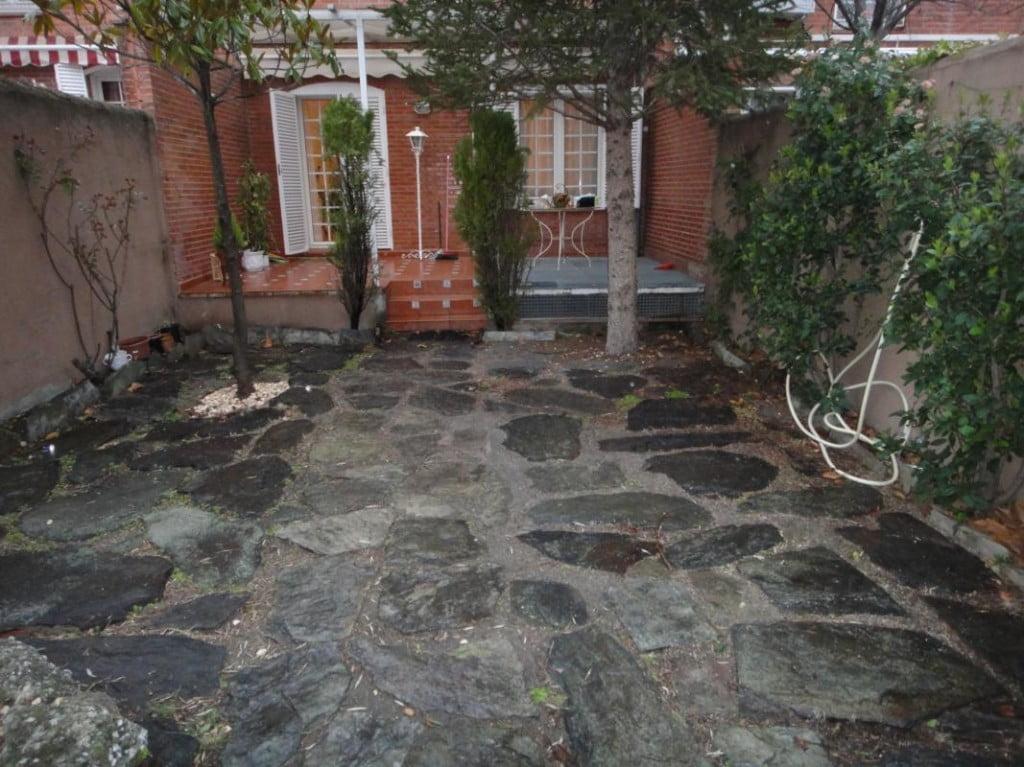 El antes y despu s de un peque o jard n jardines con alma - Suelos para jardines exteriores ...